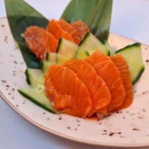 28.  Sashimi Salmón